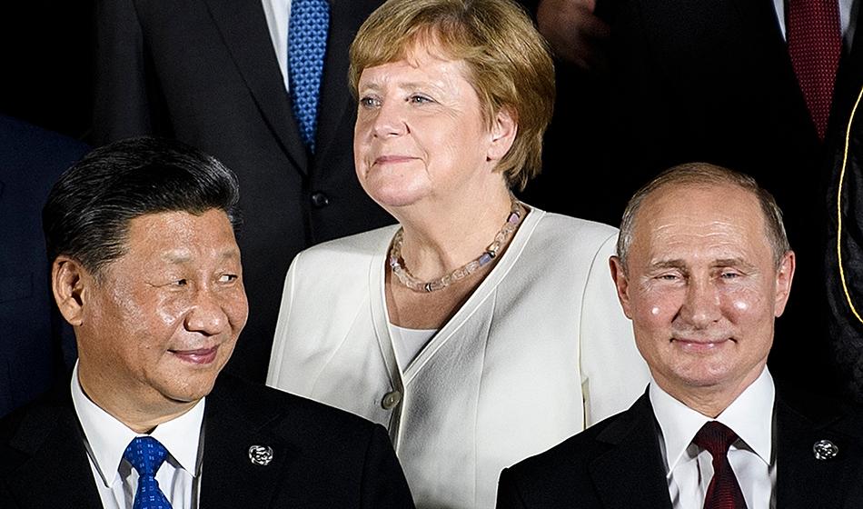 China's President Xi Jinping (L), Germany's Chancellor Angela Merkel (C) and Russia's President Vladimir Putin