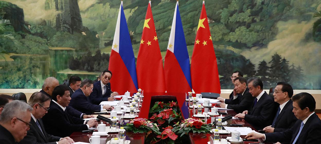 Philippine President Rodrigo Duterte (3rd L) and Chinese Premier Li Keqiang