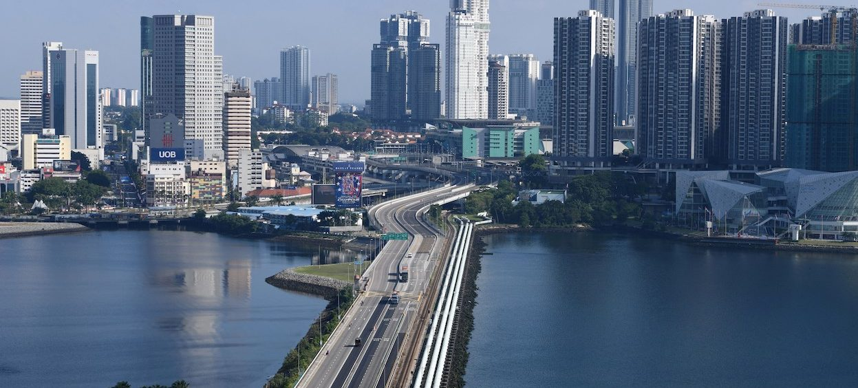 A view of low traffic volume across the causeway linking Malaysia's southern state of Johor (top) and Singapore (botom) is seen from Singapore on 1 April, 2020. (Photo: Roslan RAHMAN/ AFP)