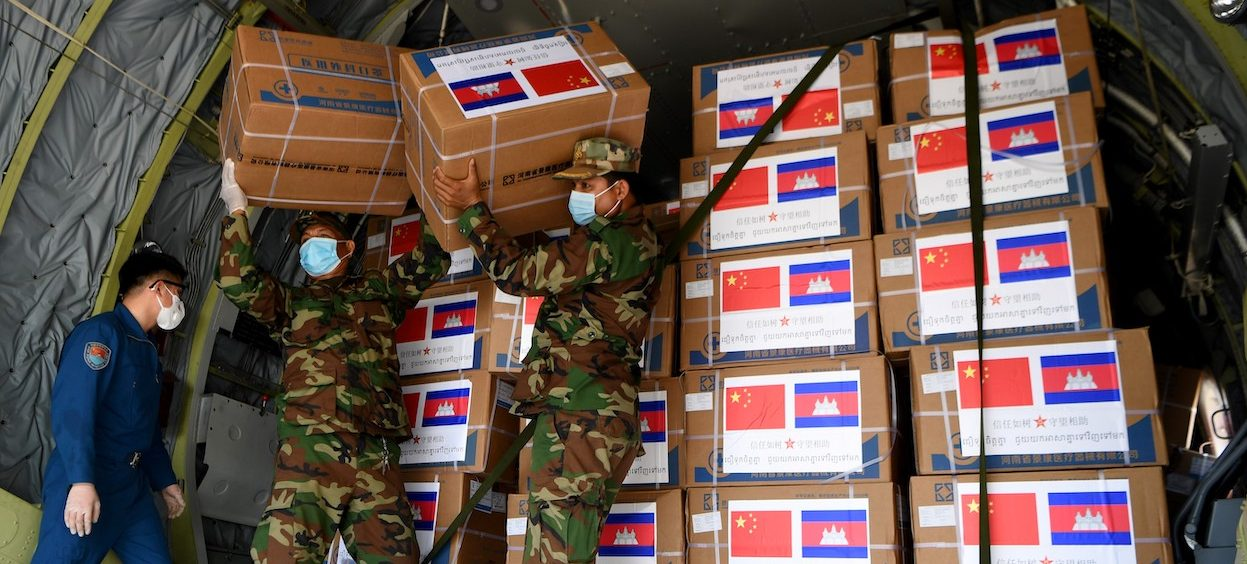 Cambodian soldiers carry aid including medical equipment from China, to be used to combat the spread of the Cvoid-19 coronavirus on 25 April, 2020. (Photo: Tang Chhin SOTHY/ AFP)