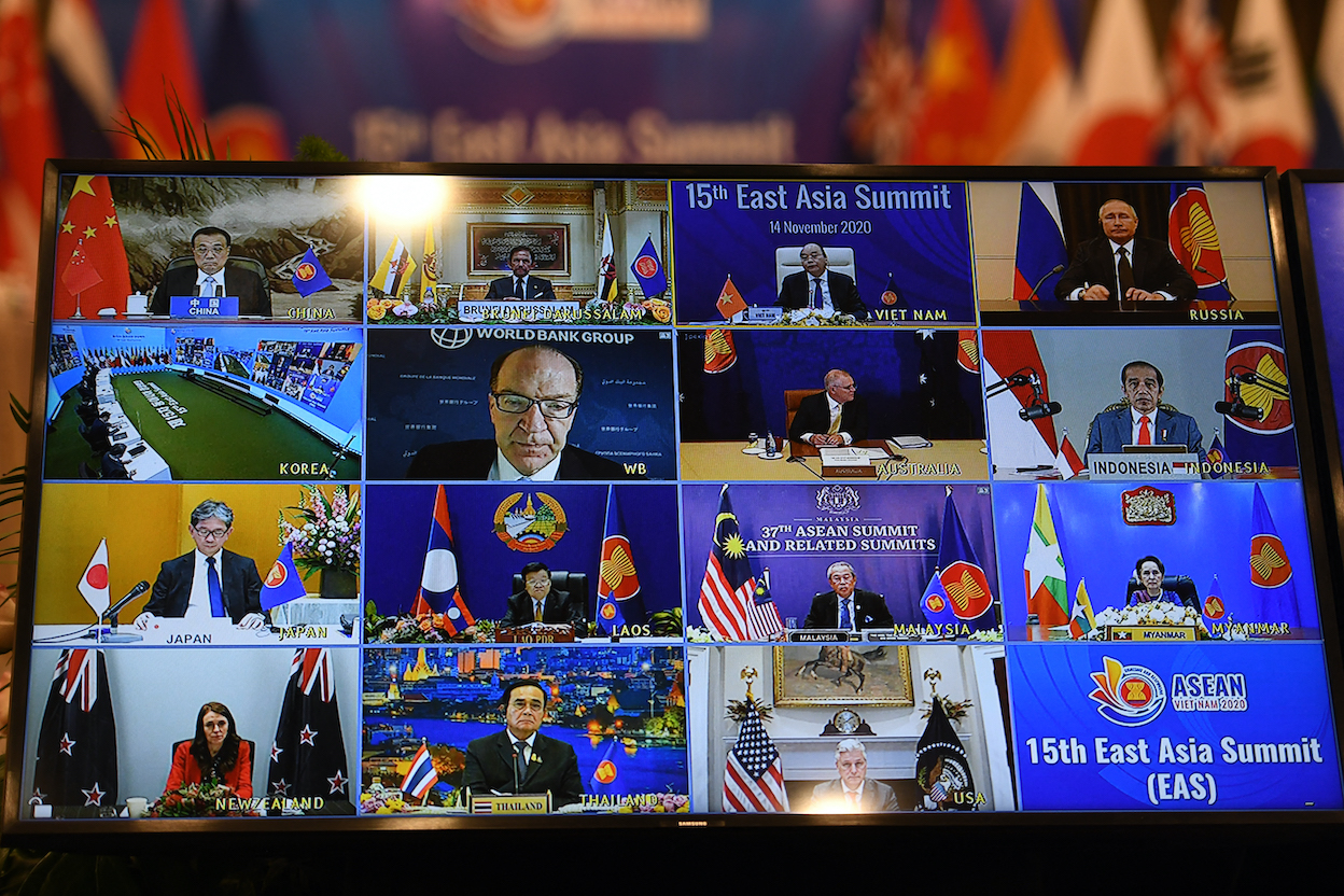 Vietnam's Prime Minister Nguyen Xuan Phuc (top 2nd R) addresses his counterparts at the ASEAN-East Asia (EAS) Summit of the Association of Southeast Asian Nations (ASEAN) summit being held online in Hanoi on 14 November, 2020. (Photo: Nhac NGUYEN/ AFP)