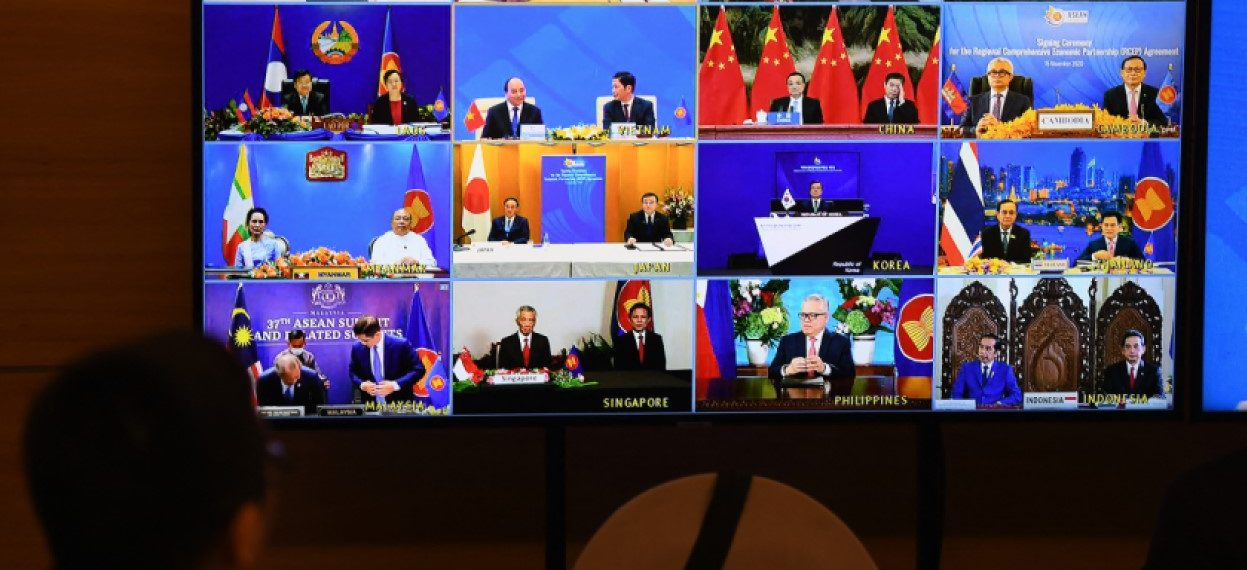 Representatives of signatory countries are pictured on screen during the signing ceremony for the Regional Comprehensive Economic Partnership (RCEP) trade pact at the ASEAN summit that is being held online in Hanoi on 15 November, 2020. (Photo: Nhac NGUYEN / AFP)