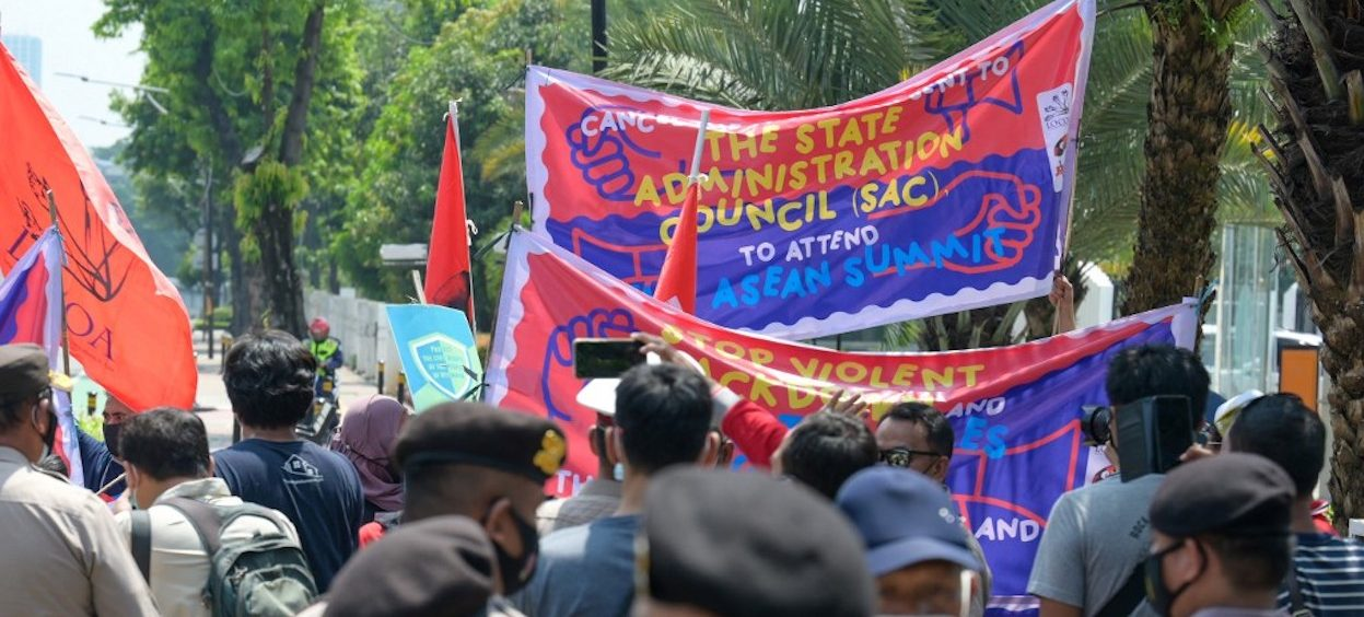 Police (foreground) disperse demonstrators calling for democracy in Myanmar during a rally outside the Association of Southeast Asian Nations (ASEAN) building in Jakarta on 24 April, 2021, where the ASEAN summit on the Myanmar crisis is due to take place. (Photo: Bay ISMOYO/ AFP)