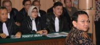 """Jakarta's Christian governor Basuki """"Ahok"""" Tjahaja Purnama (R), looks on in a courtroom at the North Jakarta court for his trial for blasphemy in Jakarta on 20 December, 2016.(Photo: Adek BERRY/ AFP)"""