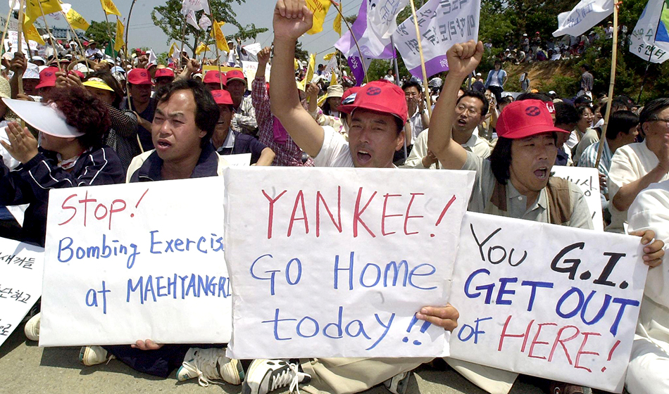 "South Korean protestors hold up ""Yankee go home"" placards"