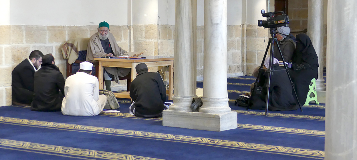 Informal learning classes conducted at the Al-Azhar University Mosque between a Shaikh and students.