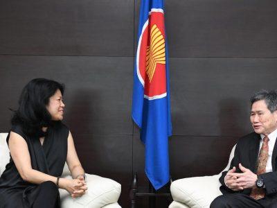 ASEAN Foundation's Executive Director, Dr Yang Mee Eng, making a courtesy call on Lim Jock Hoi, the Secretary General of ASEAN, on 6 March, 2020. (Photo: Kusuma Pandu WIJAYA for ASEAN Secretariat/ Flickr)