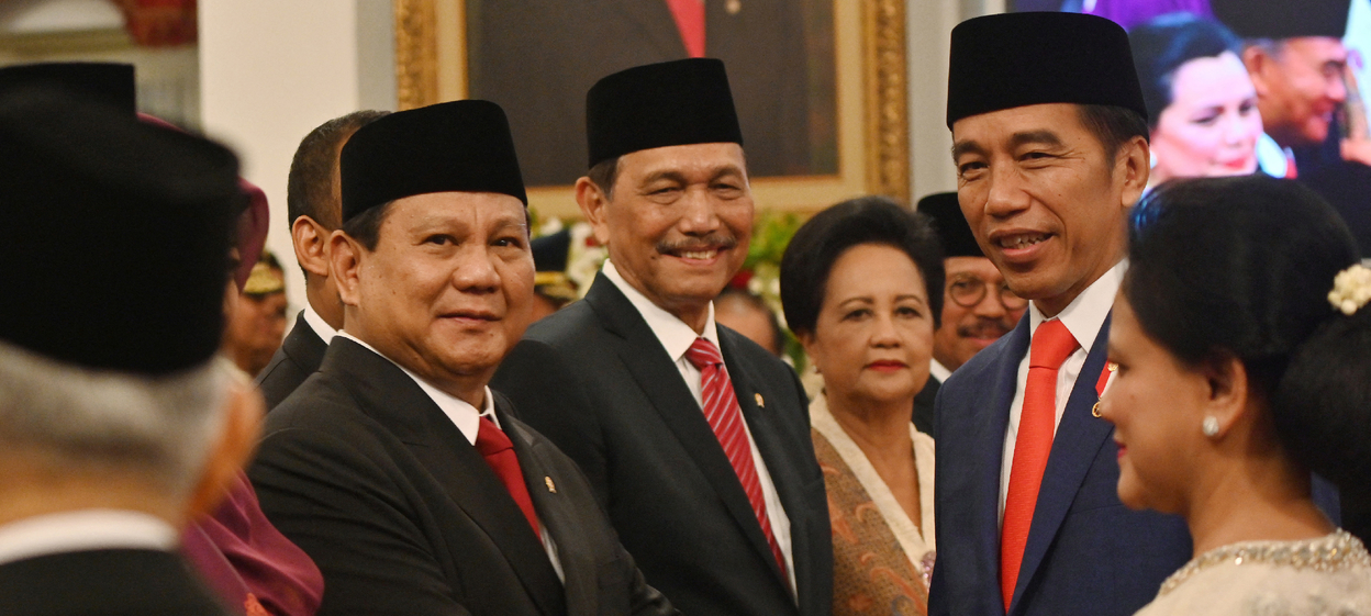 Indonesian President Joko Widodo (Jokowi) (R) shakes hands with Defence Minister Prabowo Subianto (L) during the inauguration ceremony at the State Palace in Jakarta.